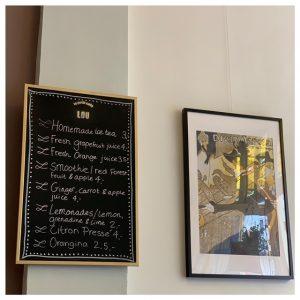 Lunch bij Le Petit café Lou borden