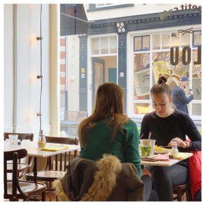 Lunch bij Le Petit café Lou interieur
