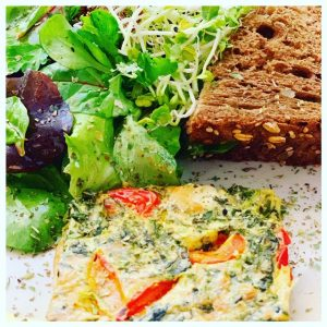 Lunch bij Le Petit café Lou quiche